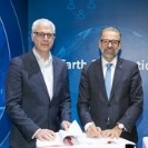 SAP's Global Vice President, Torsten Welte (left), and ESA's Head of Earth Observation Programmes, Josef Aschbacher, sign an agreement for a two-year start-up phase for the World Space Alliance.