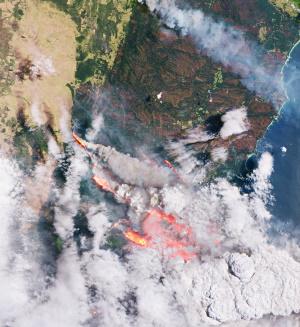 Smoke-and-flames-in-Australia
