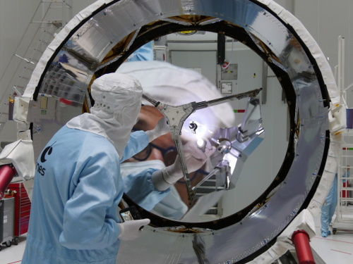 Inspection of the ALADIN telescope mirror